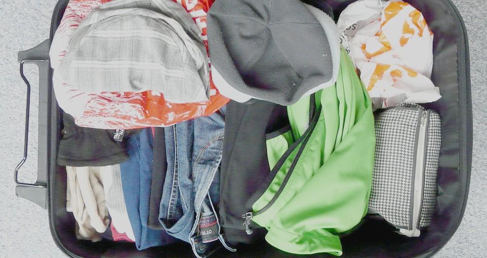 8 objetos imprescindibles en la maleta de viaje de una mujer